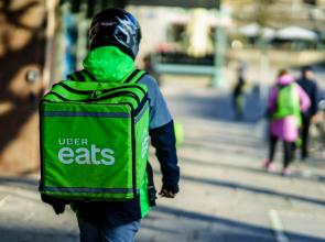 ŠOK: Služba pro rozvoz jídla UberEats v Česku končí!